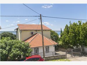 Дом Iva Maslenica (Zadar), квадратура 120,00 m2, Воздуха удалённость от моря 200 m, Воздух расстояние до центра города 300 m