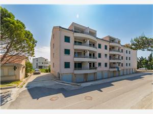Апартамент Lara Kastel Gomilica, квадратура 64,00 m2, Воздуха удалённость от моря 200 m, Воздух расстояние до центра города 100 m