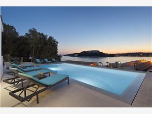 Villa Sail Pjescana Uvala, Méret 205,00 m2, Szállás medencével, Légvonalbeli távolság 10 m