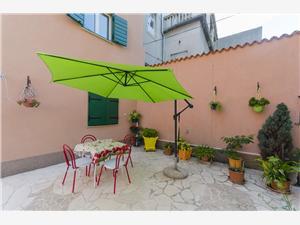 Maison Poets street in old Šibenik Riviera de Šibenik, Superficie 60,00 m2, Distance (vol d'oiseau) jusqu'au centre ville 200 m