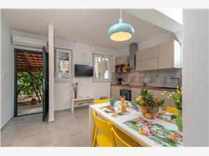 Haus POLUŠ Trogir, Steinhaus, Größe 80,00 m2, Entfernung vom Ortszentrum (Luftlinie) 400 m