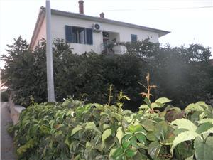 Appartement Alenka , Kwadratuur 54,00 m2, Lucht afstand tot de zee 50 m, Lucht afstand naar het centrum 400 m