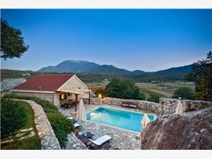 Villa KRZELJ Makarska rivijera, Smještaj s bazenom