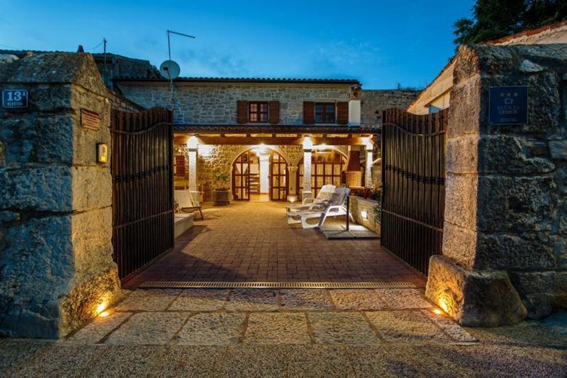 Villa ANDORO