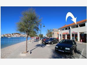 Apartment Slavko Primosten, Size 40.00 m2, Airline distance to the sea 40 m, Airline distance to town centre 260 m