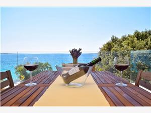 Appartementen Branimir Noord-Dalmatische eilanden, Kwadratuur 72,00 m2, Lucht afstand tot de zee 20 m, Lucht afstand naar het centrum 500 m