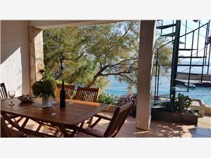 Dom Robinzon Stipe Strednodalmatínske ostrovy, Dom na samote, Rozloha 60,00 m2, Vzdušná vzdialenosť od mora 20 m