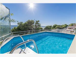 Апартаменты Mirko Lokva Rogoznica, квадратура 35,00 m2, размещение с бассейном, Воздуха удалённость от моря 150 m