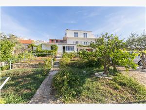 Appartements et Chambre Milka-Jere Primosten, Superficie 12,00 m2, Distance (vol d'oiseau) jusqu'au centre ville 200 m