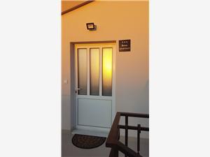 Apartments Đoni Kastel Sucurac,Book Apartments Đoni From 76 €