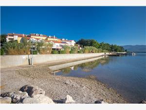 Ferienwohnungen Tamaris Čižići - Insel Krk, Größe 35,00 m2, Luftlinie bis zum Meer 10 m, Entfernung vom Ortszentrum (Luftlinie) 10 m