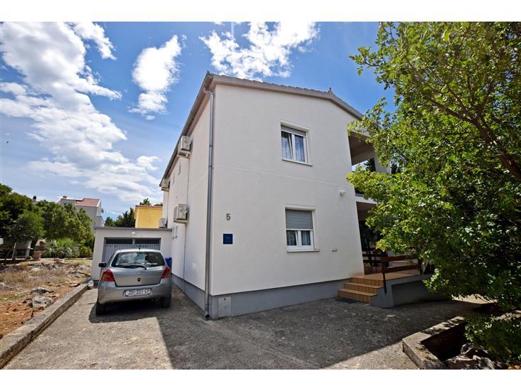 Appartements Zaterini-on quiet location