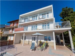 Apartament DUDA Novi Vinodolski (Crikvenica), Powierzchnia 98,00 m2, Odległość do morze mierzona drogą powietrzną wynosi 250 m, Odległość od centrum miasta, przez powietrze jest mierzona 600 m