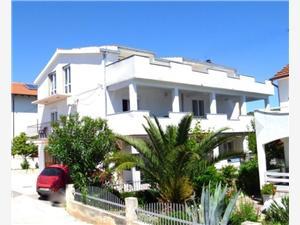 Apartments Milas Okrug Gornji (Ciovo), Size 100.00 m2, Airline distance to town centre 300 m