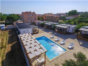 Appartementen Medanic Privlaka (Zadar), Kwadratuur 43,00 m2, Accommodatie met zwembad, Lucht afstand tot de zee 50 m