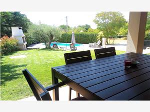 Vila Nina Porec, Kvadratura 130,00 m2, Namestitev z bazenom, Oddaljenost od centra 50 m