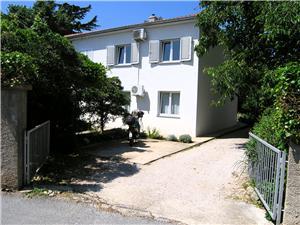Apartman Danilo Krk - otok Krk, Kvadratura 35,00 m2, Zračna udaljenost od mora 40 m, Zračna udaljenost od centra mjesta 200 m
