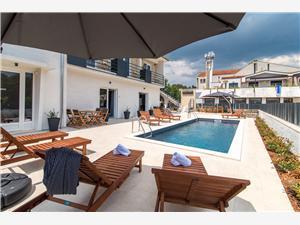 Apartmány CURICTA Krk - ostrov Krk, Prostor 46,00 m2, Soukromé ubytování s bazénem, Vzdušní vzdálenost od centra místa 50 m