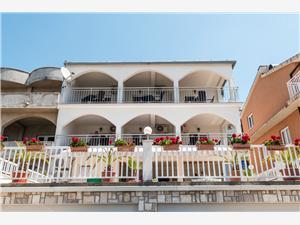 Apartmán Robert Gradac, Rozloha 35,00 m2, Vzdušná vzdialenosť od mora 200 m, Vzdušná vzdialenosť od centra miesta 300 m