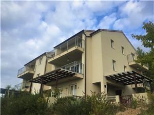 Apartament Larum Zavala - wyspa Hvar, Powierzchnia 70,00 m2, Odległość do morze mierzona drogą powietrzną wynosi 70 m, Odległość od centrum miasta, przez powietrze jest mierzona 200 m