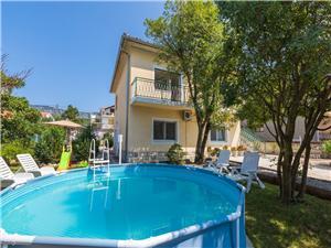 Apartmani Ksenija Jadranovo (Crikvenica), Kvadratura 35,00 m2, Smještaj s bazenom, Zračna udaljenost od centra mjesta 600 m
