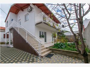 Apartament Ena Brodarica, Powierzchnia 75,00 m2, Odległość do morze mierzona drogą powietrzną wynosi 45 m, Odległość od centrum miasta, przez powietrze jest mierzona 500 m