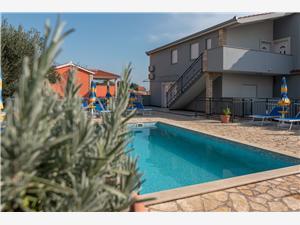 Alloggi con piscina Riviera di Spalato e Trogir (Traù),Prenoti Grga Da 80 €
