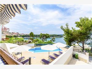 Апартаменты Edita Trogir, квадратура 35,00 m2, размещение с бассейном, Воздуха удалённость от моря 20 m