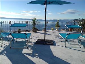 Appartements Blue View Sumpetar (Omis), Superficie 70,00 m2, Hébergement avec piscine, Distance (vol d'oiseau) jusqu'au centre ville 250 m