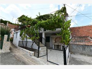Дом Alka Sinj, квадратура 150,00 m2, Воздух расстояние до центра города 600 m