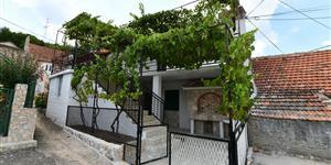 Hiša - Sinj