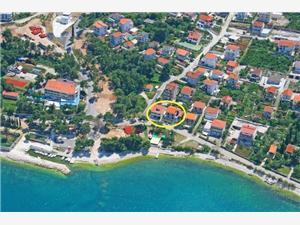 Kwatery nad morzem Sara Slatine (Ciovo),Rezerwuj Kwatery nad morzem Sara Od 507 zl