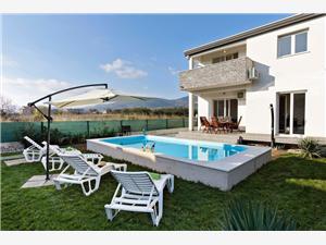 Vila Kiki Kaštel Novi, Kvadratura 140,00 m2, Smještaj s bazenom, Zračna udaljenost od centra mjesta 500 m