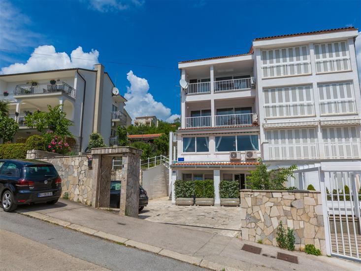 Apartmani AZZARO