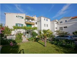 Apartmaji Zanze Vodice, Kvadratura 24,00 m2, Oddaljenost od morja 220 m, Oddaljenost od centra 500 m