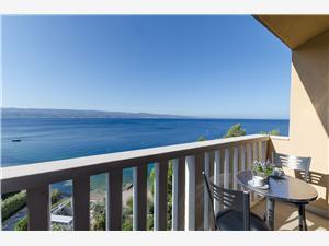 Appartamenti Anto Riviera di Spalato e Trogir (Traù), Dimensioni 50,00 m2, Distanza aerea dal mare 10 m, Distanza aerea dal centro città 300 m