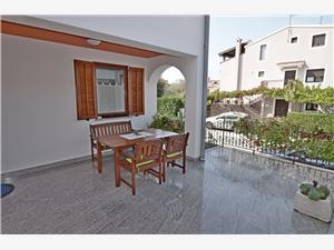 Apartament Ljiljana Fazana, Powierzchnia 37,00 m2, Odległość do morze mierzona drogą powietrzną wynosi 200 m, Odległość od centrum miasta, przez powietrze jest mierzona 300 m