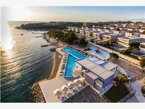 Apartmaji Sunnyside Petrcane ( Zadar ), Kvadratura 45,00 m2, Namestitev z bazenom, Oddaljenost od morja 170 m