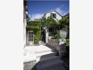 Дом Tea Pucisca - ostrov Brac, квадратура 70,00 m2, Воздуха удалённость от моря 10 m, Воздух расстояние до центра города 300 m