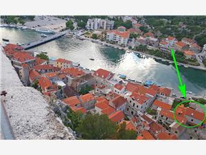 Ferienwohnungen Mira Omis, Größe 29,00 m2, Luftlinie bis zum Meer 250 m, Entfernung vom Ortszentrum (Luftlinie) 100 m