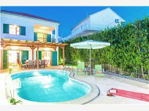 Hébergement avec piscine Les iles de la Dalmatie centrale,Réservez Mare De 486 €