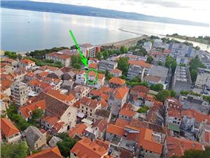Ferienwohnungen Pavkovic Omis, Größe 70,00 m2, Luftlinie bis zum Meer 170 m, Entfernung vom Ortszentrum (Luftlinie) 10 m