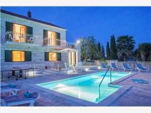 Vila Vjeka Sumartin - otok Brač, Kvadratura 150,00 m2, Smještaj s bazenom, Zračna udaljenost od mora 50 m