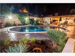 Apartmaji Paradise Bay , Kvadratura 80,00 m2, Namestitev z bazenom, Oddaljenost od morja 200 m