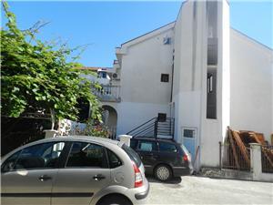 Apartman Vlado Budva, Méret 75,00 m2, Légvonalbeli távolság 70 m, Központtól való távolság 600 m