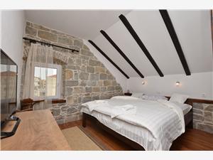 Apartmaj Igor Stobrec, Kamniti hiši, Kvadratura 60,00 m2, Oddaljenost od morja 120 m