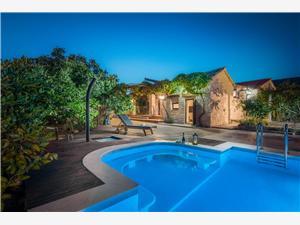 Hébergement avec piscine dvori Seget Vranjica,Réservez Hébergement avec piscine dvori De 350 €