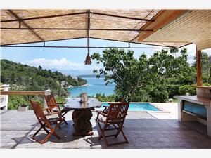 Dům Tonći Stomorska - ostrov Solta, Prostor 60,00 m2, Soukromé ubytování s bazénem, Vzdušní vzdálenost od moře 200 m