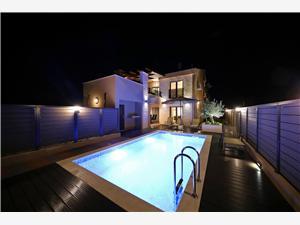 Villa Bronzzatta Sukosan (Zadar), Kwadratuur 250,00 m2, Accommodatie met zwembad, Lucht afstand naar het centrum 750 m