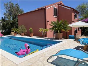 Hébergement avec piscine Les iles de la Dalmatie centrale,Réservez MIKULA De 440 €